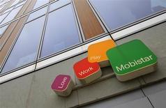 Mobistar, numéro deux de la téléphonie mobile en Belgique, fait état d'une baisse nettement moins marquée que prévu de son résultat brut d'exploitation (Ebitda) au troisième trimestre, la filiale d'Orange ayant apparemment réussi à bien maîtriser ses coûts. /Photo prise le 6 février 2013/REUTERS/Yves Herman