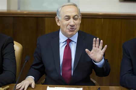 Israeli Prime Minister Benjamin Netanyahu attends the weekly cabinet meeting in Jerusalem October 20, 2013. REUTERS/Abir Sultan/Pool
