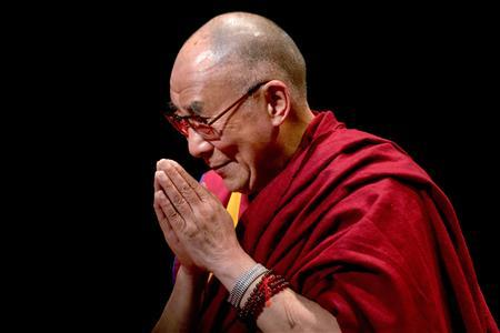 Exiled Tibetan spiritual leader The Dalai Lama greets the audience after speaking on ''The Virtue of Non-Violence'' at The Beacon Theatre in New York October 20, 2013. REUTERS/Darren Ornitz