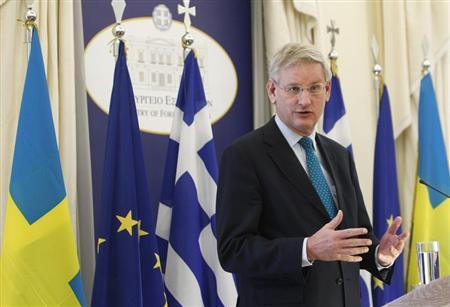 Sweden's Foreign Minister Carl Bildt addresses journalists during a news conference in Athens March 27, 2013. REUTERS/John Kolesidis
