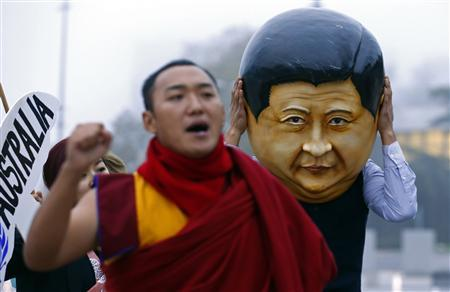 A protester wearing a giant head representing China's President Xi Jinping takes part in a demonstration calling Xi out for rights violations in Tibet in front of the European headquarters of the United Nations in Geneva October 22, 2013. REUTERS/Denis Balibouse