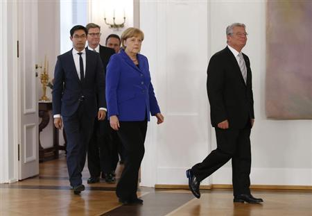 German President Joachim Gauck (R) and German Chancellor and leader of the Christian Democratic Union (CDU) Angela Merkel, Economy Minister and Vice Chancellor Philipp Roesler (2nd L) and German Foreign Minister Guido Westerwelle (L) arrive for a ceremony to formally releive outgoing cabinet ministers of their government duties, at the presidential residence of Bellevue Castle in Berlin October 22, 2013. REUTERS/Fabrizio Bensch