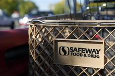 Shopping carts are lined up outside the local Safeway grocery store in Arvada, Colorado October 14, 2010. REUTERS/Rick Wilking