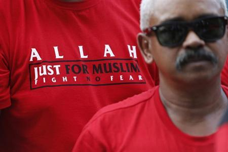A Muslim demonstrator stands outside Malaysia's Court of Appeal, along with others, in Putrajaya, outside Kuala Lumpur October 14, 2013. REUTERS/Samsul Said