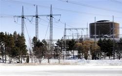 """Архивное фото АЭС """"Ловииса"""" компании Fortum в Ловийсе. Основная прибыль финской энергетической компании Fortum неожиданно снизилась в третьем квартале 2013 года из-за низкой выработки гидроэлектроэнергии. REUTERS/LEHTIKUVA /Markku Ulander/Files"""