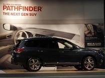 Внедорожник Nissan Pathfinder еа автошоу в Вашингтоне 6 февраля 2013 года. Nissan Motor Co Ltd отзывает 188.302 внедорожникав по всему миру, в основном в США, из-за проблем с тормозами, способных привести к аварии. REUTERS/Gary Cameron