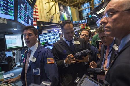 Traders work on the floor of the New York Stock Exchange, October 22, 2013. REUTERS/Brendan McDermid