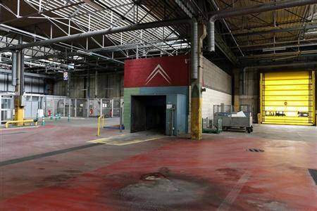 General view of an empty car production building at the PSA-Peugeot Citroen automobile plant in Aulnay-sous-Bois, near Paris, July 4, 2013. REUTERS/Benoit Tessier