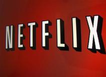 El logo de Netflix visto en la pantalla de un iPad en Encinitas, EEUU, abr 19 2013. La empresa de video por suscripción Netflix Inc sumó 1,3 millones de clientes a su negocio estadounidense durante el trimestre que terminó en septiembre, lo que le ayudó a superar las expectativas de los analistas. REUTERS/Mike Blake