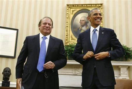 U.S. President Barack Obama (R) hosts a meeting with Pakistan's Prime Minister Nawaz Sharif in the Oval Office at the White House in Washington, October 23, 2013. REUTERS/Larry Downing
