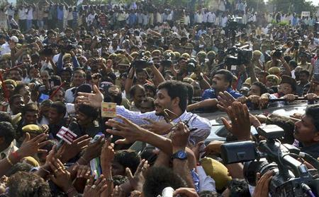 Jagan Mohan Reddy (C), the leader of YSR Congress party gestures to his supporters after he was released on bail from Chanchalguda central prison in Hyderabad September 24, 2013. REUTERS/Stringer/Files