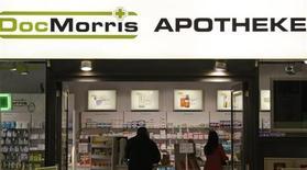 Магазин онлайн-аптеки DocMorris в Берлине 19 мая 2009 года. Американская оптовая фармацевтическая сеть McKesson покупает немецкую компанию Celesio за $8,3 миллиарда, чтобы увеличить влияние на мировых производителей лекарств. REUTERS/Tobias Schwarz