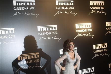 Italian actress Sophia Loren poses during the arrivals for the launching of the Pirelli Calendar 2013 in Rio de Janeiro November 27, 2012. REUTERS/Ricardo Moraes