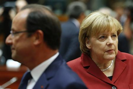 Germany's Chancellor Angela Merkel (R) and France's President Francois Hollande attend a European Union leaders summit in Brussels October 24, 2013. REUTERS/Yves Herman