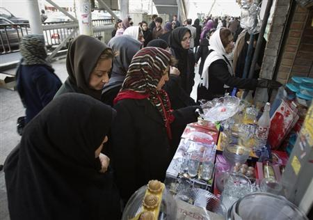 Iranian women shop for home utensils displayed by a vendor near a bazaar in northern Tehran December 12, 2011. REUTERS/Morteza Nikoubazl