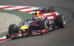 Piloto alemão da equipe Red Bull Sebastian Vettel durante primeira sessão de treinos livres para o grande Prêmio da Índia de F1, no Circuito Internacional de Buddh, em Greater Noida. Vettel dominou nesta sexta-feira os treinos livres do Grande Prêmio da Índia de Fórmula 1, em que pode conquistar o tetracampeonato mundial. 25/10/2013. REUTERS/Anindito Mukherjee