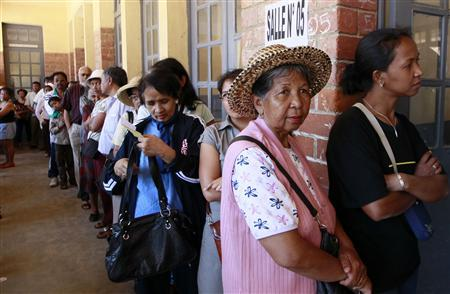 People line up before voting at a polling centre in the capital Antananarivo, October 25, 2013. REUTERS/Thomas Mukoya