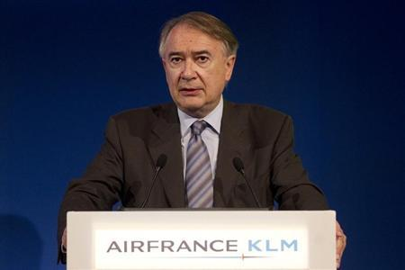 Philippe Calavia, Chief Financial Officer Air France-KLM, speaks during the presentation of the company's 2010-2011 full year results in Paris May 19, 2011. REUTERS/Jacky Naegelen