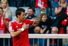 Mario Manduzukic, do FC Bayern Munich, comemora gol em Munique. 26/10/2013 REUTERS/Michael Dalder