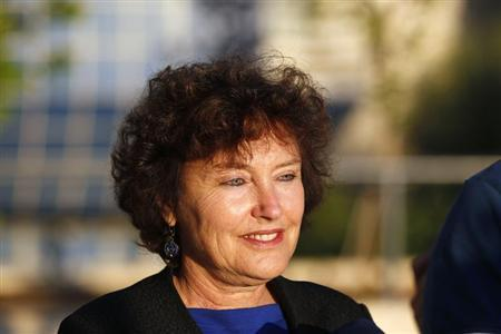 Newly appointed Bank of Israel Governor Karnit Flug gives a statement to the media outside the Bank of Israel building in Jerusalem October 20, 2013. REUTERS/Ronen Zvulun