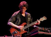 "Lou Reed of Lou Reed's Metal Machine Trio performs during their ""A Night of Deep Noise"" concert in Palma de Mallorca April 30, 2010. REUTERS/Enrique Calvo"