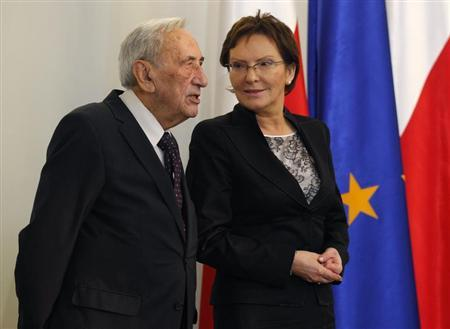 Ewa Kopacz (R), the newly elected speaker of the parliament, chats with former Prime Minister Tadeusz Mazowiecki at the Presidential Palace in Warsaw November 8, 2011. REUTERS/Peter Andrews