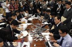 Mizuho Financial Group President Yasuhiro Sato (2nd R) attends a news conference at the Bank of Japan headquarters in Tokyo October 28, 2013. REUTERS/Issei Kato