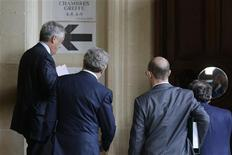 Former Vivendi head Jean-Marie Messier (L) arrives for the opening of an appeals trial at Paris courts, October 28, 2013. REUTERS/Jacky Naegelen