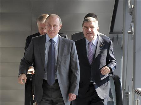 Russia's President Vladimir Putin (L) and International Olympic Committee (IOC) President Thomas Bach (R) walk during the opening of a railway station in Adler district in Sochi, October 28, 2013. REUTERS/Mikhail Klimentyev/RIA Novosti/Kremlin
