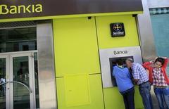 Bankia a redressé son activité de crédit au troisième trimestre quelques mois après avoir fait l'objet d'un sauvetage financier coûteux pour l'Espagne. La banque espagnole a réalisé un bénéfice net de 362 millions d'euros, supérieur aux attentes, sur les neuf premiers mois. /Photo prise le 28 octobre 2013/REUTERS/Marcelo del Pozo