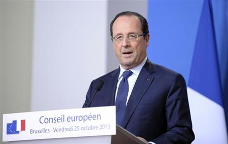 France's President Francois Hollande addresses a news conference at an European Union leaders summit in Brussels October 25, 2013. REUTERS/Laurent Dubrule