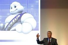 Jean-Dominique Senard, patron de Michelin. Le groupe français, qui a vu ses volumes de ventes rebondir au troisième trimestre, a confirmé plusieurs de ses objectifs annuels. /Photo prise le 25 juillet 2013/REUTERS/Benoit Tessier