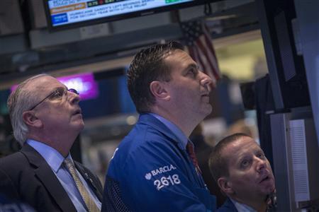 Traders work on the floor of the New York Stock Exchange, October 25, 2013. REUTERS/Brendan McDermid