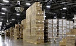 Eletrodomésticos encaixotados em armazém de manufatura em Cleveland, EUA. A produção manufatureira dos Estados Unidos desacelerou em setembro conforme a produção de computadores e eletrônicos recuou, sugerindo que os gastos empresariais fecharam o terceiro trimestre com menos impulso. 21/08/2013 REUTERS/Chris Berry
