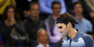 O suíço Roger Federer reage durante partida em Basileia, Suíça. 27/10/2013 REUTERS/Arnd Wiegmann