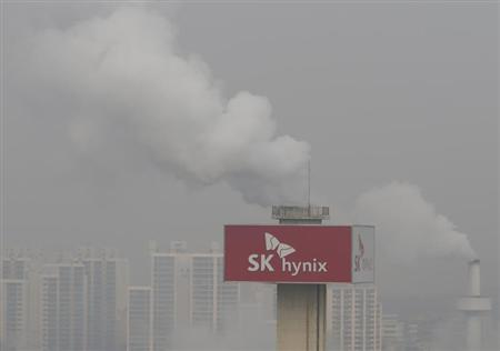 A SK Hynix plant is seen in Icheon, about 80 km (50 miles) southeast of Seoul, January 30, 2013. REUTERS/Lee Jae-Won