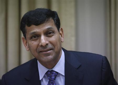 Reserve Bank of India (RBI) Governor Raghuram Rajan smiles after arriving for a quarterly interest rate review briefing at the RBI headquarters in Mumbai October 29, 2013. REUTERS/Danish Siddiqui