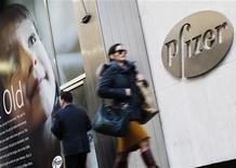 Les résultats de Pfizer sont supérieurs aux attentes au titre du troisième trimestre à la faveur d'une réduction de ses coûts et de la hausse des ventes de plusieurs traitements du cancer récemment homologués. /Photo d'archives/REUTERS/Brendan McDermid