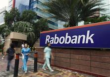 Les régulateurs européens et américain ont infligé à la Rabobank une amende de 1,07 milliard de dollars (774 millions d'euros) pour mettre fin à des poursuites liées à une manipulation présumée de taux interbancaires de référence. /Photo prise le 15 janvier 2013/REUTERS/Beawiharta