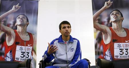 Retired Moroccan athlete Hicham El Guerrouj speaks to students at the Aspire Academy in Doha April 22, 2007. REUTERS/Fadi Al-Assaad