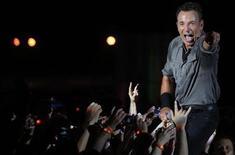 Músico norte-americano Bruce Springsteen e a Street Band se apresentam no festival Rock in Rio, no Rio de Janeiro, 21 de setembro de 2013. Bruce Springsteen e a Street Band vão se apresentar pela primeira vez na África do Sul, quase 30 anos depois de seu guitarrista Steven Van Zandt ter liderado uma campanha de músicos de rock contra o apartheid. 21/09/2013 REUTERS/Ricardo Moraes
