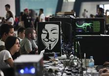 Los participantes de la sexta versión del Campus Party en Sao Paulo, Brasil, feb 7 2012. Brasil insistirá en una ley que obliga a las empresas globales de internet a guardar sus datos en el país, en un controvertido intento por proteger la privacidad de sus ciudadanos tras acusaciones de espionaje electrónico de Estados Unidos, según un borrador del proyecto visto por Reuters. REUTERS/Fernando Donasci