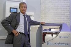 Vincent Bolloré, PDG du groupe éponyme. Le pôle de batteries électriques du groupe diversifié, Blue Solutions, fera ces débuts en Bourse ce mercredi au prix de 14,50 euros. /Photo prise le 17 octobre 2013/REUTERS/Charles Platiau