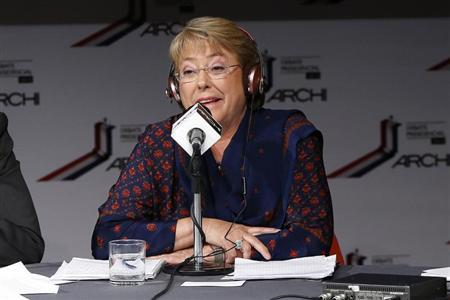 Chilean presidential candidate and former President Michelle Bachelet, of Nueva Mayoria (New Majority), takes part in a live radio debate in Santiago October 25, 2013. REUTERS/Ivan Alvarado