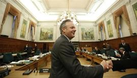Bank of Canada Governor Stephen Poloz is greeted while waiting to testify before the Commons finance committee on Parliament Hill in Ottawa October 29, 2013. REUTERS/Chris Wattie