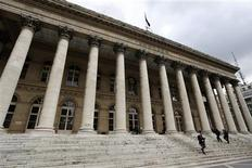 Après avoir ouvert dans le rouge, la Bourse de Paris prenait 0,21% à 4.286,95 points dans les premiers échanges. /Photo d'archives/REUTERS/Charles Platiau