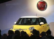 Fiat, qui a dégagé au troisième trimestre un bénéfice avant intérêts, impôts et exceptionnels de 816 millions d'euros (contre un consensus de 915 millions d'euros) a revu en baisse ses objectifs financiers pour l'année 2013. /Photo prise le 4 juillet 2013/REUTERS