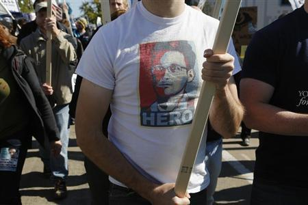 A demonstrator wears a T-shirt depicting former U.S. spy agency contractor Edward Snowden at the ''Stop Watching Us: A Rally Against Mass Surveillance'' in Washington, October 26, 2013. REUTERS/Jonathan Ernst