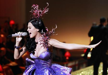 Singer Katy Perry performs during the Victoria's Secret Fashion Show at the Lexington Armory in New York November 10, 2010. REUTERS/Lucas Jackson