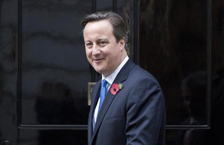 Britain's Prime Minister David Cameron waits to greet Jordan's King Abdullah at Number 10 Downing Street in London October 30, 2013. REUTERS/Neil Hall